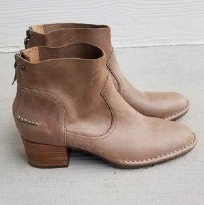ugg bandara mid heel ankle boot in